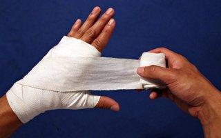 Как обработать порезы: правила оказания первой помощи