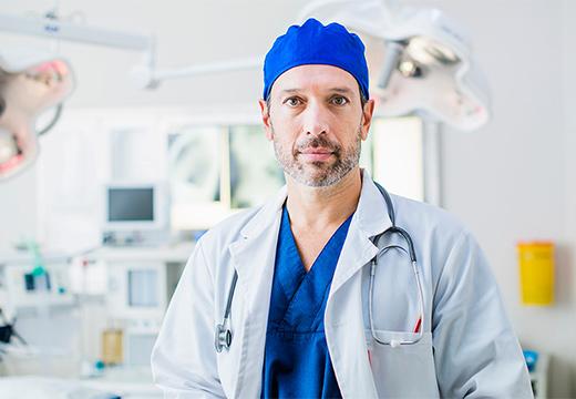 доктор в палате