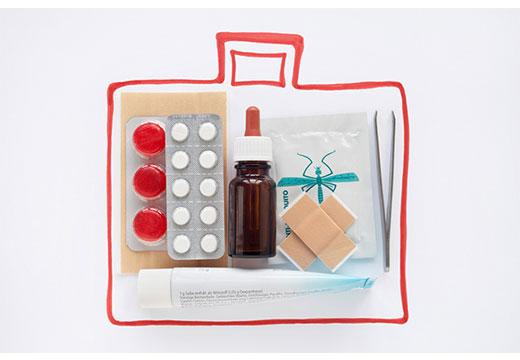аптечка с таблетками и пластырем