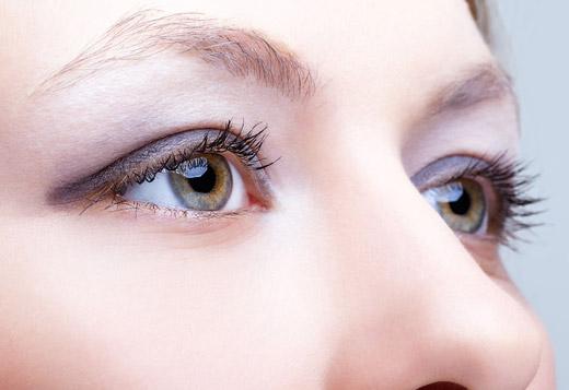 подтянутая кожа глаз