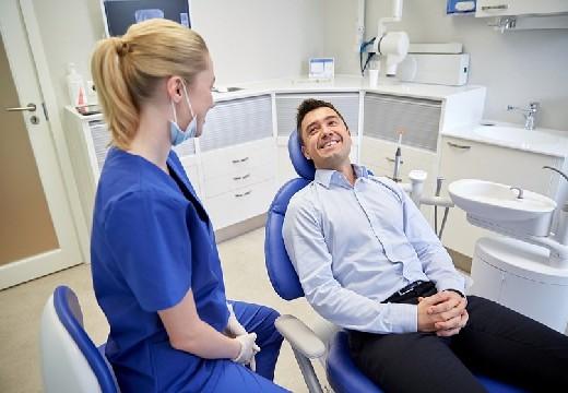 в кресле стоматолога