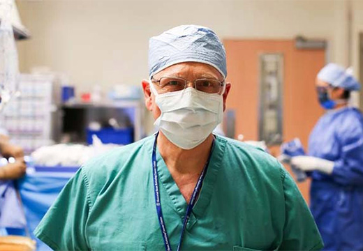 доктор в маске