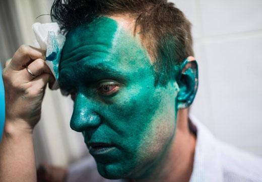 лицо мужчины в зеленке